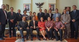 (depan dari kiri): Dubes Nadjib Riphat Kesoema, Sri Sultan Hamengkubuwono X, Gusti KanjengRatu Hemas, Konjen Dewi Savitri Wahab, Syahrir Wahab