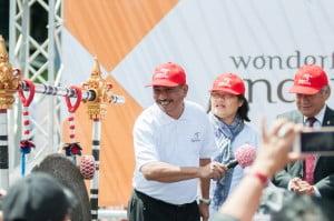 Pemukulan gong tanda dibukanya Wonderful Indonesia Festival oleh Menteri Pariwisata Arief Yahya