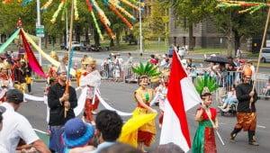Hampir setiap tahun Indonesia turut meramaikan parade Australia Day di Victoria yang biasa diadakan setelah upacara penaikan bendera