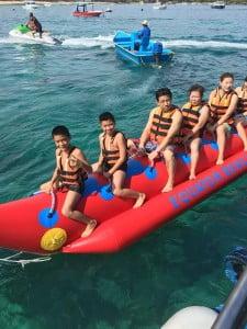 Aktivitas seru ketika hendak menuju Pulau Nusa Lembongan