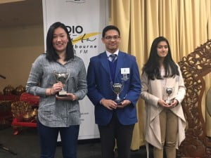 (dari kiri) Juara I: Molly Xiao (Huntingtower School), Juara II: Thomas Curtis-Smith (Loyola College), juara III: Senara Kulatunga (Goulburn Valley Grammar School)