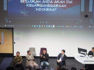 (dari kiri): Iwan, Prof. Mahfud, Prof.Denny, Konfir Kabo