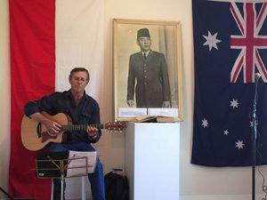 Mewakili Australia, Adrian menyanyikan lagu Waltzing Matilda