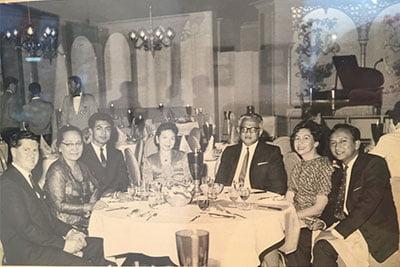 Salah satu foto yang mengisahkan hubungan dua negara sejak dulu, (dari kiri) Vern White, Ibu Hidayat, staf KBRI, Syahisti Abdurrahman, Duta Besar RI Hidayat, Ethel White, Doedoet Abdurrahman