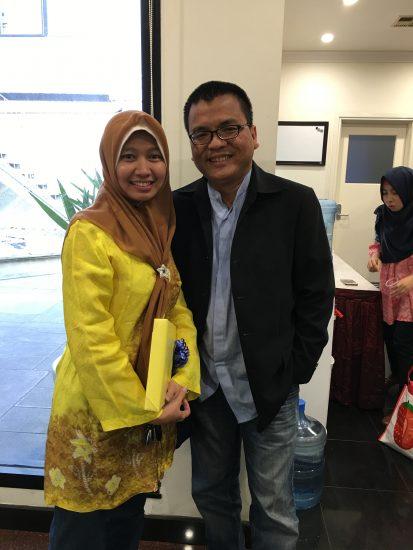 Mantan Wakil Menteri Hukum dan HAM Prof. Denny Indrayana bersama ibu