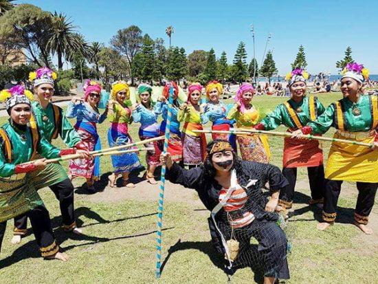 Sanggar Sang Penari hadir mempromosikan warna warni budaya Indonesia (foto: Maria Leeds)