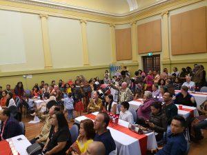 Aula Brunswick Town Hall dipadati setidaknya 200 pengunjung