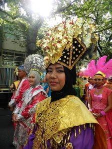 Mempromosikan pakaian adat serta pakaian pengantin tradisional suku Minang